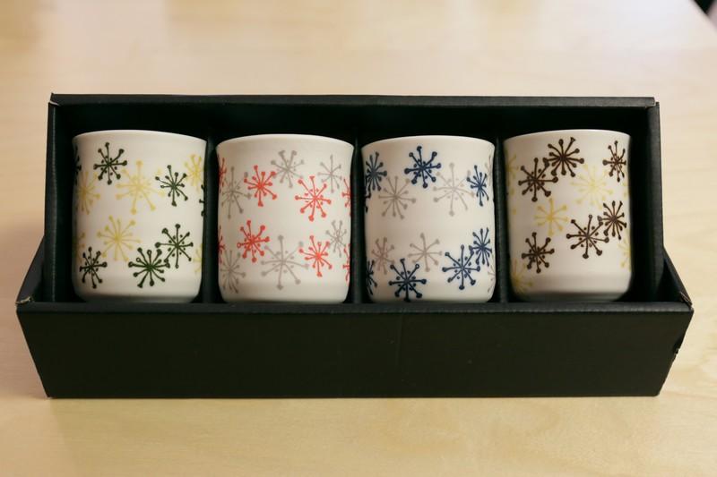 Coffret 4 bols à thé haut – feux d'artifice – fond blanc – 4 couleurs assorties