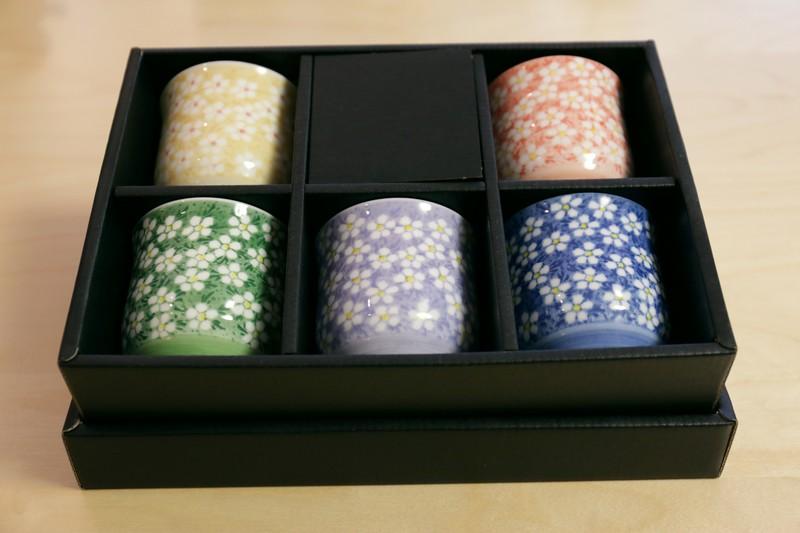 Coffret 5 bols à thé évasés – Spring Sakura – fleurettes blanches – 826218