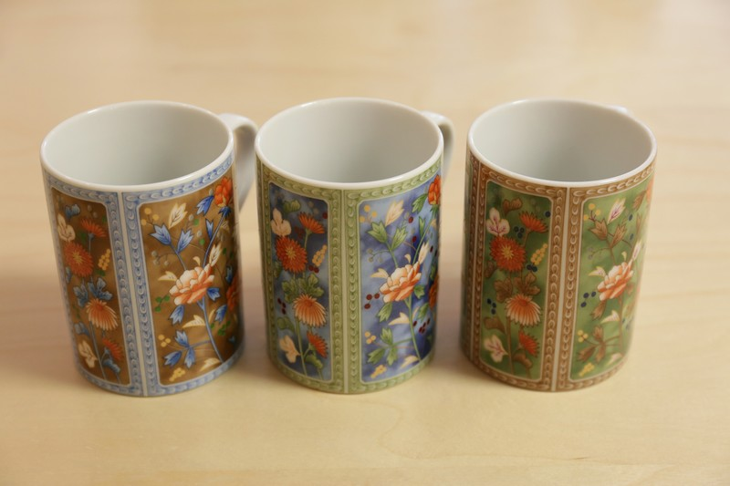 MUG – PORCELAINE FINE DU JAPON – 4 COULEURS ASSORTIES