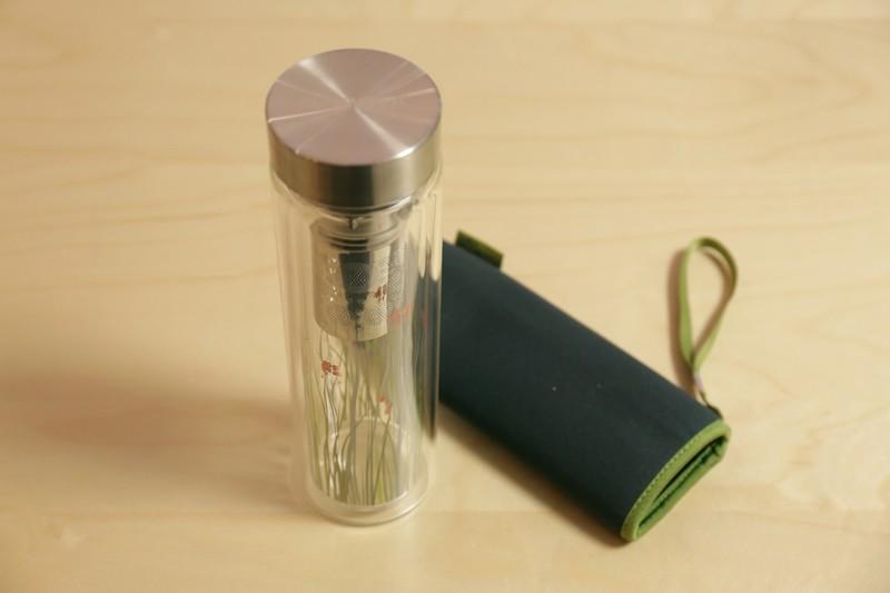 Thermos haut en verre – Gazon fleuri – avec sac de protection